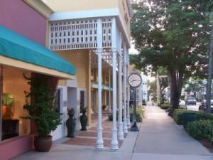 Sidewalk & buildings along 5th Ave S in Naples